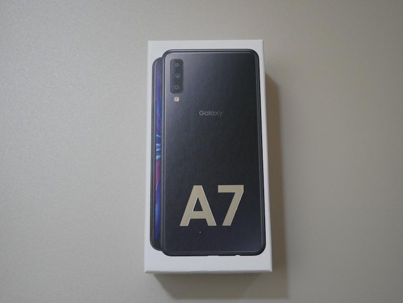 Galaxy A7の箱